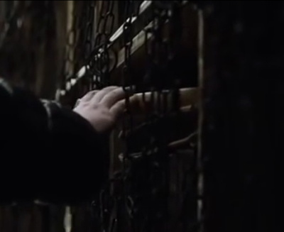 The chains in the library of the Citadel. Still from HBO's Game of Thrones, s.6 ep. 10.