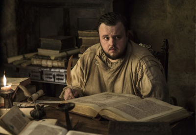 am Tarly in his study (s.7e.5). Image HBO, via <The Daily Dot< https://www.dailydot.com/parsec/game-thrones-samwell-tarly-hogwarts/>>