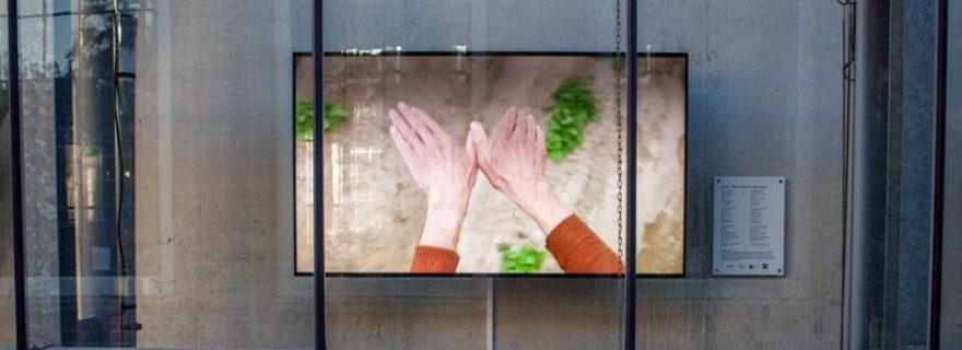 A wall poem: the deaf way